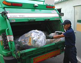 私たちの取り組み、ゴミ回収・処分1