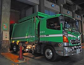 私たちの取り組み、ゴミ回収・処分2