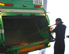 私たちの取り組み、ゴミ回収・処分3